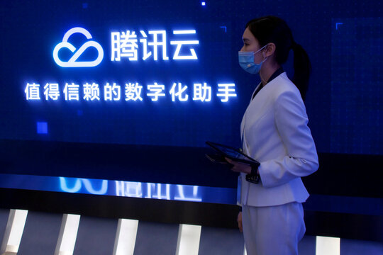 Staff member introduces Tencent Cloud service during a government-organized media tour to Tencent headquarters in Shenzhen