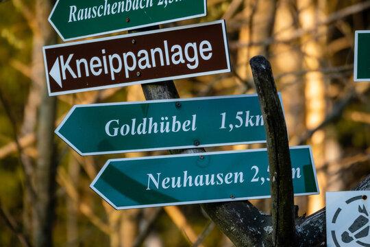Schild Kneipp Anlage, Goldhübel Neuhausen im Erzgebirge
