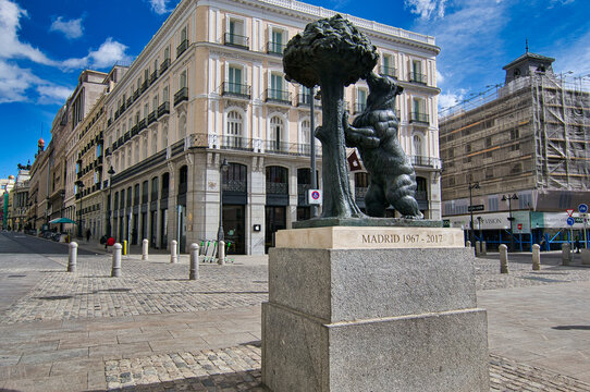 Statue of the Bear and the Strawberry Tree at the Puerta del Sol (Madrid, Spain)