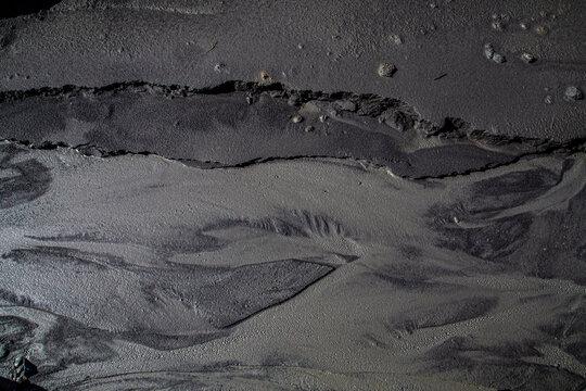 Textura de suelo negro con signos de erosion de agua