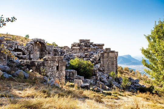 A beautiful view of mountains with old ruins