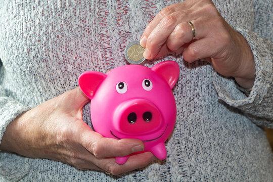 Put a two euros coin in a piggy bank