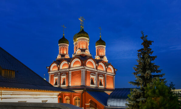 """Moscow. October 10, 2020. Cathedral of the Icon of the Mother of God """"The Sign"""". Znamensky Monastery in Zaryadye Park against the background of the evening sky"""