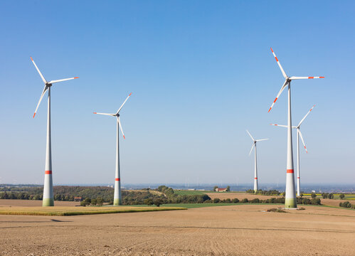 Windpark mit mehreren Windrädern