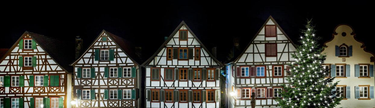 Fachwerkhäuser in Schiltach im Schwarzwald bei Nacht