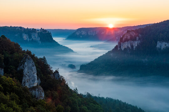 Germany, Baden-Wurttemberg, Scenic view of Danube Valley shrouded in fog at summer sunrise