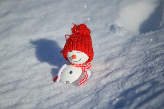 snowman lay in the snow