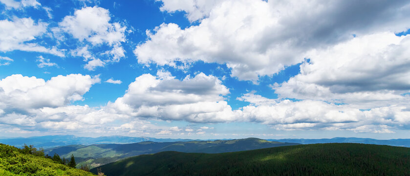 Beautiful clouds over the mountains. Mountain landscape.