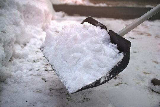snow man shovel push sweep skipper clearing