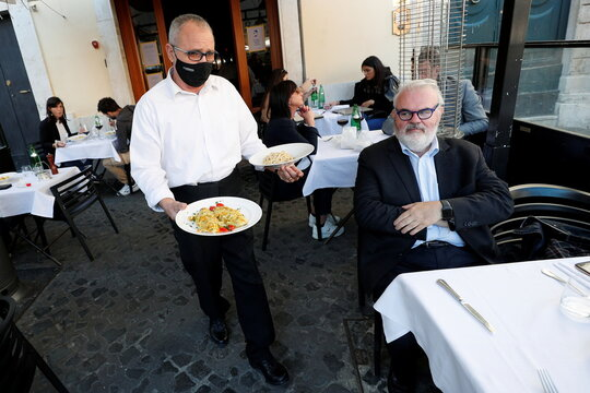Italian restaurant and bar owners fear further Covid restrictions
