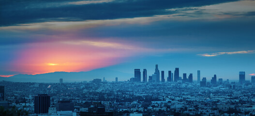 Fotobehang - Los Angeles skyline at sunrise, panoramic city view from Hollywood Hills.