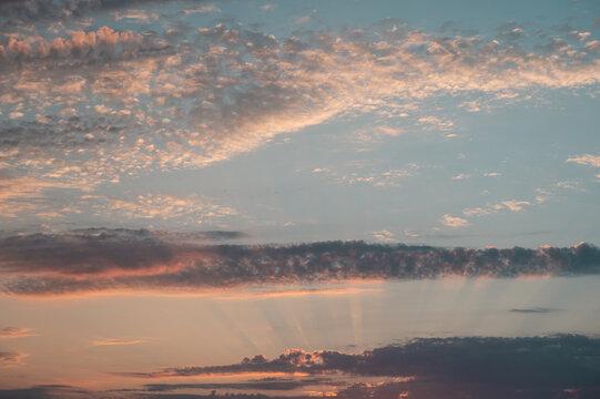 Abendstimmung am Himmel mit Wolken