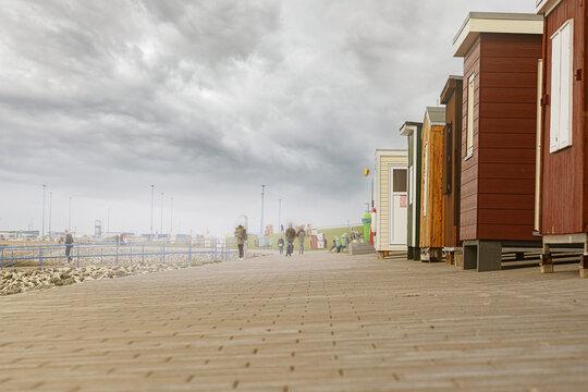 dagebüll promenade mit blick auf fährhafen