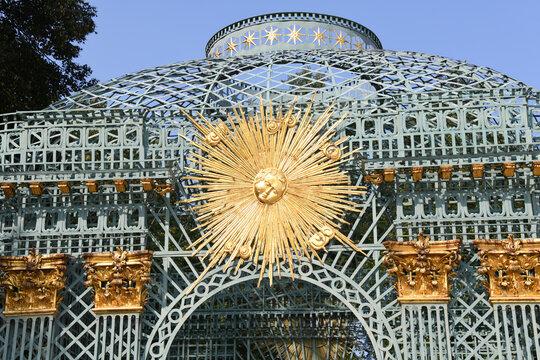 Die wunderschöne, antike Sonnenlaube ist im öffentlichen Schlosspark Sanssouci in Potsdam, Europa zu besichtigen. Potsdam, 12. September 2020