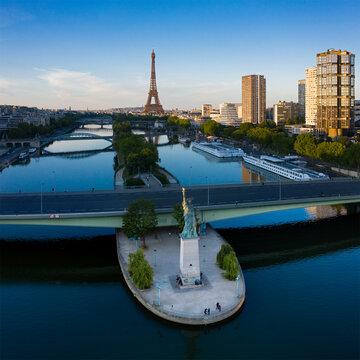 Ile aux cygnes et Tour Eiffel