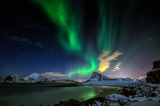 It is often said that the northern parts of Norway is the best places in the world to see the northern light. In Lofoten you can chase the northern lights from end of August untill mid April.