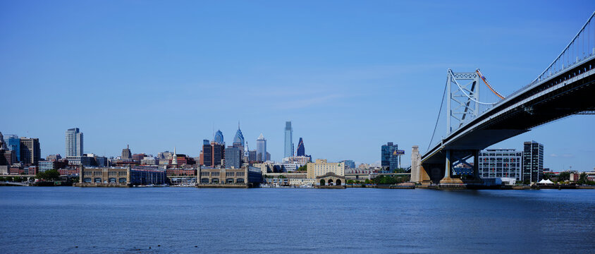 USA,ÔøΩPennsylvania,ÔøΩPhiladelphia, Panorama of Delaware River and Ben Franklin Bridge with city downtown in background