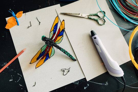 Toy dragonfly made with 3d pen