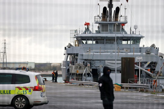 Boat carrying migrants capsizes off northern France