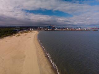 Port w Gdańsku-terminal kontenerowy przy plaży w Stogach/Gdansk harbour- the container terminal...