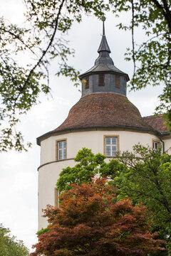 Turm mit Bäumen von Schloss Langenburg in Deutschland