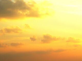 オレンジ色の空