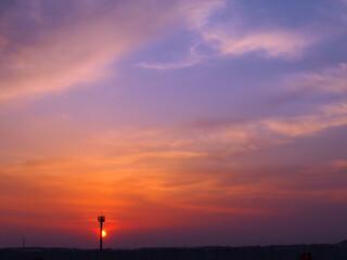 沈む夕日に映える空