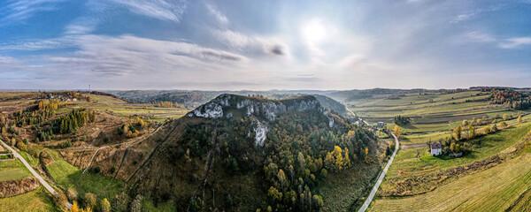 Fototapeta skały wapienne na Jurze Krakowsko-Częstochowskiej w Racławicach obraz