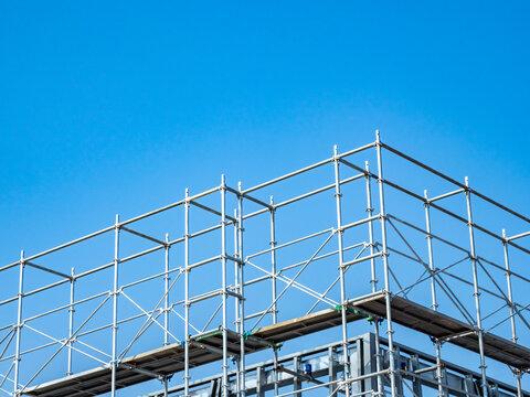 【工事現場】解体工事中のビルの様子 足場 とび職