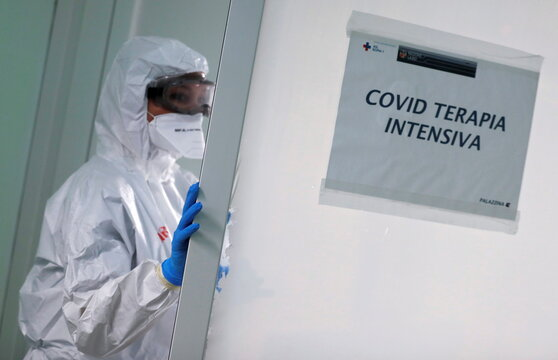 Medical staff in Rome hospital treating Covid patients fear surge in infection numbers