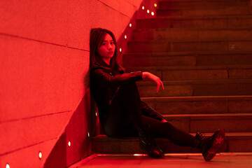 A Chinese beauty sitting on the stairs Fotomurales