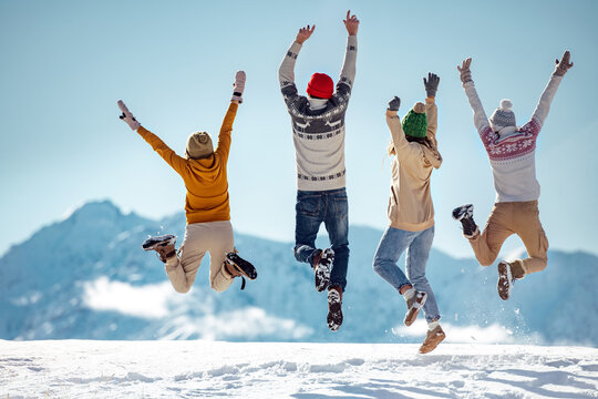 Friends celebrates beginning of winter in mountains