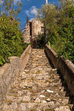 Die Burg Castello di San Nicola de Thoro-Plano in Maiori an der Amalfiküste in Kampanien, Italien