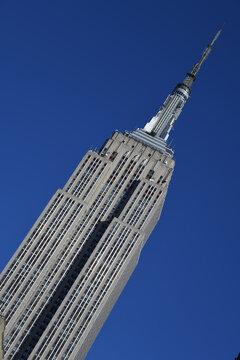 Das Wahrzeichen von New York, das Empire State Building, zieht jedes Jahr viele Millionen Besucher an. Es befindet sich in Midtown Manhattan - NYC. Fotografiert am 30. November 2019 in New York, USA