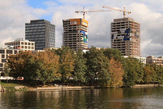 Boomtown Berlin 2020; Eine neue Skyline entsteht an der Spree in Friedrichshain