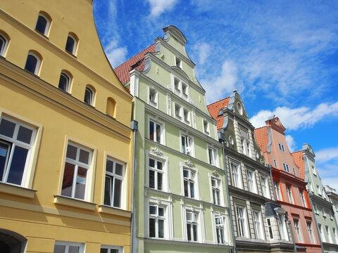 Bunte Giebel und Gassen in der historischen Altstadt der Hansestadt Stralsund, Deutschland