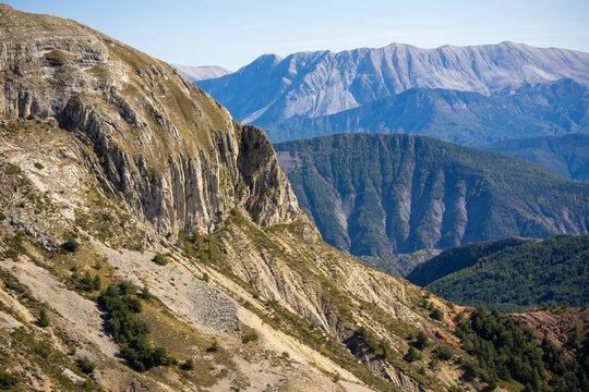 les falaise des montagnes des Alpes du sud