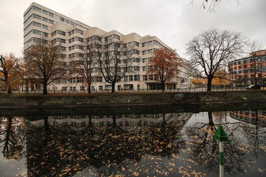 Herbststimmung in Berlin; Landwehrkanal am Shell-Haus