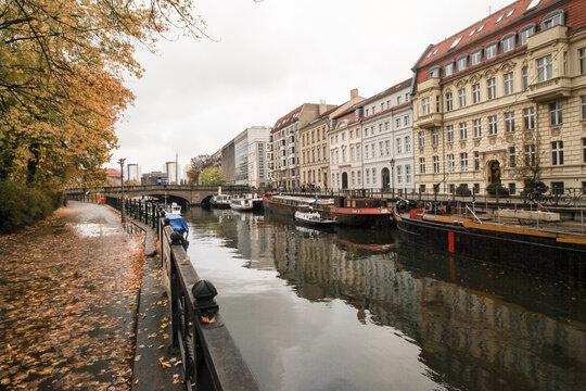 Herbststimmung am Märkischen Ufer in Berlin-Mitte