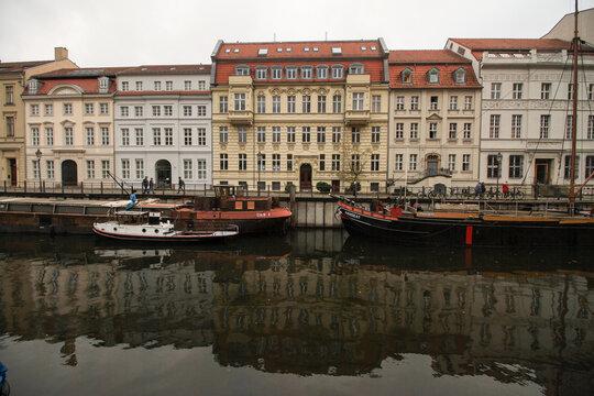 Ein Hauch von Alt-Berlin; Märkisches Ufer mit Museumshafen