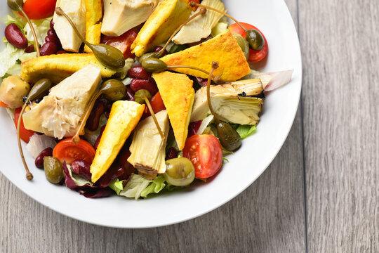 Vegan mixed salad with crispy tofu
