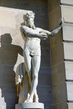 Château de Vincennes, statue d'ornement, ville de Vincennes, département du Val de Marne, France
