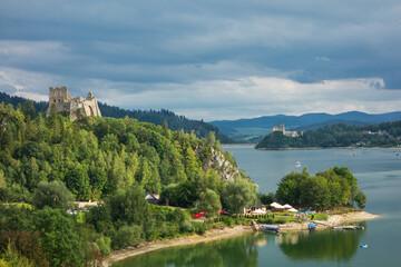Jezioro Czorsztyńskie - zamek w Czorsztynie i zamek w Niedzicy.