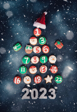 christmas calendar card  tree with gifts