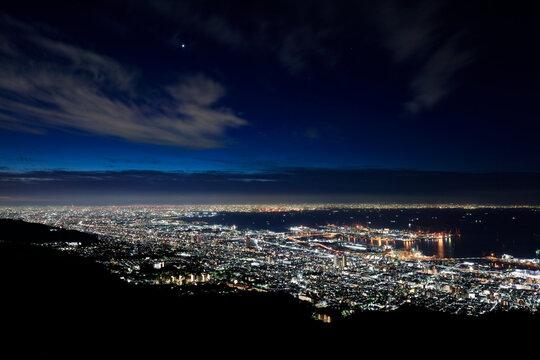 日本三大夜景である摩耶山掬星台からの眺め