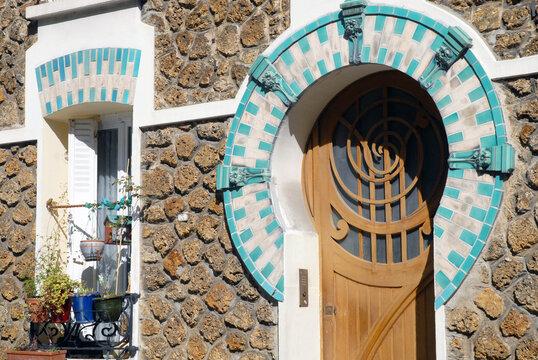 """Ville de Nogent-sur-Marne, un des nombreux immeubles """"Art Nouveau"""" signé Nachbaur et ses fils, département du Val de Marne, France"""