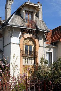 """Ville de Nogent-sur-Marne, un des nombreux immeubles """"Art Nouveau"""" de Nogent, département du Val de Marne, France"""