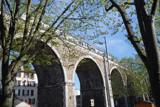 Ville de Nogent-sur-Marne, viaduc ferroviaire, département du Val de Marne, France