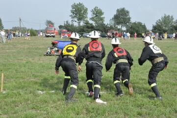 Fototapeta Ochotnicza straż pożarna, OSP, bierze udział w zawodach strażackich obraz