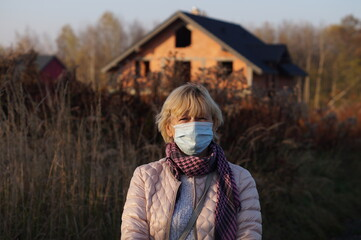 Obraz czas pandemii ponowny atak wirusa grypy izolacja z dala od innych - fototapety do salonu
